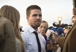 "Arrow -- ""Dark Waters"" -- Image AR409A_0209b.jpg -- Pictured: Stephen Amell as Oliver Queen -- Photo: Diyah Pera/ The CW -- © 2015 The CW Network, LLC. All Rights Reserved."