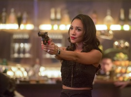 """The Flash -- """"Welcome to Earth-2"""" -- Image FLA213b_0379b -- Pictured: Candice Patton as Earth 2 Iris West -- Photo: Diyah Pera/The CW -- © 2016 The CW Network, LLC. All rights reserved"""